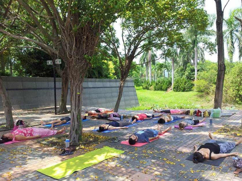 Yoga in the park (photo: Farrah Furtado)